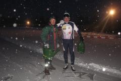 2010-01-09 Harry en Henk ijs prepareren ijsbaan de Bewwerskaamp 10