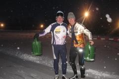 2010-01-09 Harry en Tonny ijs prepareren ijsbaan de Bewwerskaamp 11