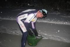 2010-01-09 Harry ijs prepareren ijsbaan de Bewwerskaamp 9