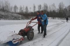 2010-01-10 Andre en bertus grote schoonmaak ijsbaan de Bewwerskaamp 3
