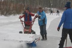 2010-01-10 Andre en bertus grote schoonmaak ijsbaan de Bewwerskaamp 6